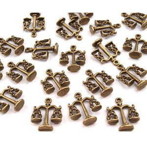 Charm / Anhänger Waage messing 18 x 18 mm (3D-Charm)