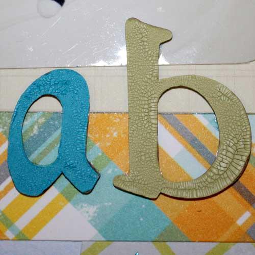 Chipboard Buchstaben mit Crackle Paint