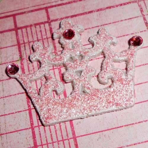 süßes Holzstanzteil Krone mit Glitterglue Cotton Candy & rosa Strasssteinen
